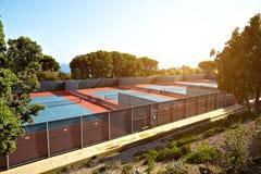Utomhus- tennisbana med inget i Malibu royaltyfri fotografi
