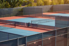 Utomhus- tennisbana med inget i Malibu royaltyfri bild