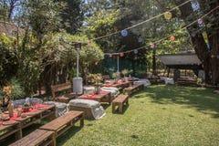 Utomhus trädgårds- garnering för händelse Arkivbild