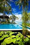 Utomhus- tropisk massagegazebo på stranden Arkivbilder
