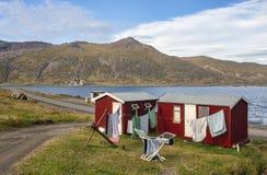 Utomhus- tvätteri i mycket liten by royaltyfri foto