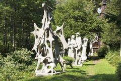 Utomhus utställning av olika skulpturer Fotografering för Bildbyråer
