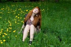 utomhus- vila för flicka Royaltyfria Bilder