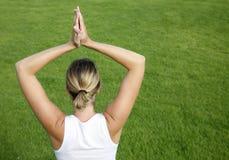 utomhus- yoga Fotografering för Bildbyråer