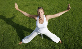 utomhus- yoga Arkivbild