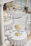 Utomordentligt dekorerad brölloptabellinställning Arkivfoton