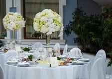 Utomordentligt dekorerad brölloptabellinställning Royaltyfria Bilder
