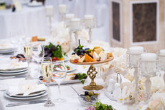 Utomordentligt dekorerad brölloptabellinställning Arkivfoto