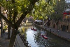 Utrecht, die Niederlande - 27. September 2018: Canoeing auf dem Kanal stockbild