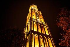 UTRECHT, NEDERLAND - OKTOBER 18: Oude Europese kerk met nachtverlichting Utrecht - Holland Stock Afbeeldingen