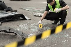 Utredning på område för vägolycka Arkivbilder