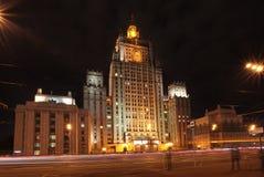 Utrikesdepartementet i Moskva vid natt Royaltyfria Bilder