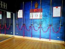 Utrustad vägg för yoga fotografering för bildbyråer