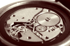 Utrustar gamla mekaniska klockor Arkivbild