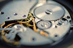 Utrustar gamla mekaniska klockor Arkivfoton