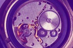 Utrustar gamla mekaniska klockor Royaltyfri Bild