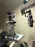 Utrustning för ögonexamen arkivfoton