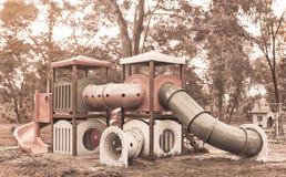 Utrustning för barndomnostalgilekplats Arkivfoto