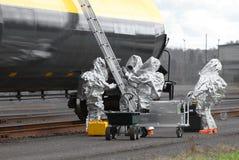 Utrustning för HAZMAT Team Sets Up Ladder And Royaltyfria Bilder