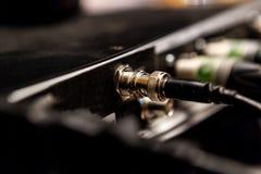 Utrustning för inspelningstudio ljudsignal konsol som blandar den professional studiotv:n fotografering för bildbyråer