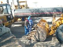 Utrustning för konstruktion av den olje- rörledningen royaltyfria bilder