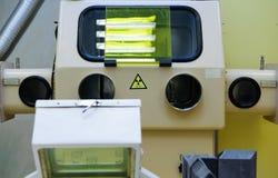 Utrustning för produktion av radioaktiva injektionar arkivbilder