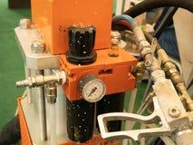 Utrustning för yrkesmässigt hjälpmedel för Closeup pneumatisk för att måla eller att applicera den vattentäta kådabelägg royaltyfri foto