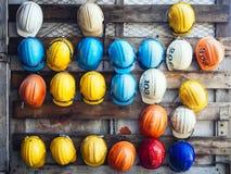 Utrustning för byggnadsarbetare för teknik för säkerhetshjälm Arkivbild
