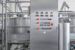 Utrustning på dryckfabriken fotografering för bildbyråer