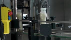 Utrustning på mjölkar fabriken lager videofilmer