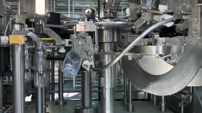 Utrustning på mjölkar fabriken stock video