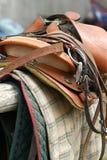 utrustninghästsadel upp Royaltyfri Fotografi