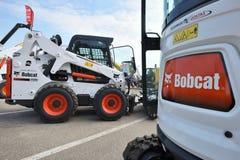 Utrustningmedel och logo f?r Bobcat tungt arkivfoto