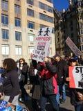 Utrzymanie Żartuje Żywego, Zakazuje AR Jeden Pięć, Marzec dla Nasz żyć, kontrola broni palnej, protest, NYC, NY, usa Zdjęcia Stock