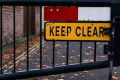 Utrzymanie jasnego ulicy znak Zakazujący zakończenie Up zdjęcia stock