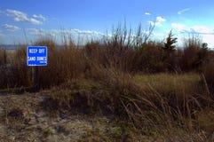 Utrzymanie Z piasek diun znaka mówi je wszystko Zdjęcia Stock