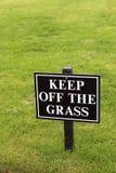 Utrzymanie z trawa znaka. Obrazy Stock