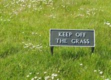 Utrzymanie Z trawa znaka Zdjęcie Stock