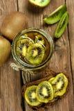Utrzymany kiwi i owoc obrazy stock