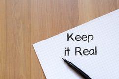 Utrzymuje mnie pisać na notatniku real obrazy royalty free
