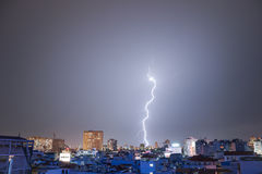 Utsökt blixt över Hanoi Arkivbild
