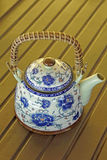 Utsökt keramisk färgrik målad teapot Arkivbilder