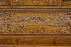 Utsökt skulptur på trämöblemang i kinesisk traditionell stil Royaltyfri Bild
