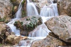 Utsökt vattenfall Arkivfoto