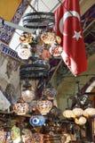 Utsökta glass lampor och lyktor i den storslagna basaren (Kapali c Fotografering för Bildbyråer