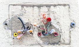 Utsatta elektriska trådar Royaltyfria Bilder