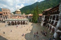 Utseende av en kloster- klockstapelkloster och i den Rila kloster i Bulgarien Arkivbilder