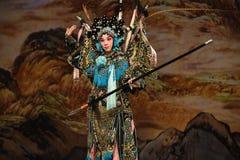 """Utseendet av för Opera"""" för handgestPeking generalerna kvinnor av Yang Familyâ € arkivfoto"""