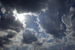 utseendet clouds den mörka sunen Royaltyfri Bild