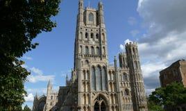 Utsidan av Ely Cathedral i Cambridgeshire - Förenade kungariket royaltyfri fotografi
